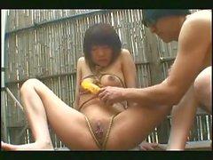 jeune Japonaise piercee et soumise