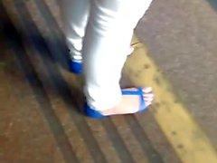 Filmando minha irma de Melissa azul e calca jeans colada
