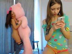 Lesbian Girl Masturbate On Webcam