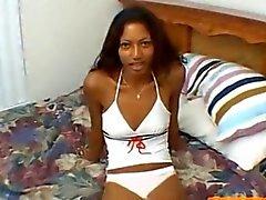 Ebony slut wants to show her skills
