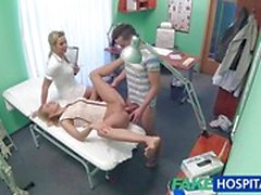 Horny couple enjoy clinic fuck