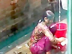 neighbor girl bathing1