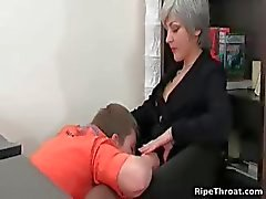 Slutty MILF gives blowjob to horny