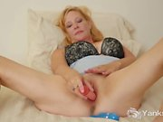 Busty Yanks MILF Violet Toys Her Shaved Muff