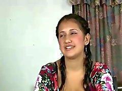 Una linda latina con 2 hombres por primera vez anal