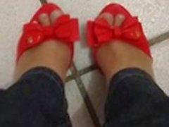 Minha irma de Melissa Mermaid vermelha nos seus pezinhos