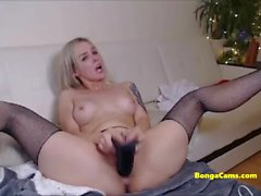 Juicy blonde babe fucks herself hard