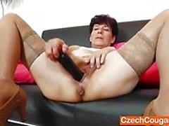 Amateur dildo fucks her moist slot
