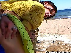 Beach blowjob and amateur fuck