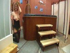 Gang-Bang au sauna pour l'institutrice