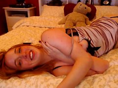 Sexy redhead mil toying her self