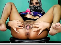 Hot arab babe masterbates