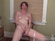 Yanks MILF Inara Byrne Toys Her Muff
