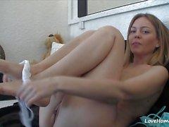 Horny babe rubs her warm slot