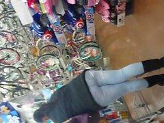 candid ebony milf in tight jeans