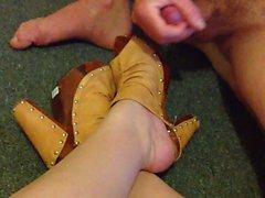 huge cumshot on bbw feet in heels