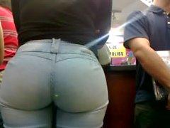 Morena Culona de jeans en el Orinokia Mall