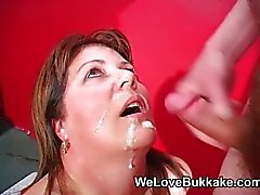 Shooting cumshots into MILFS mouth