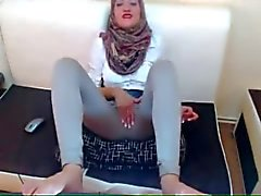 Arabian Slut Masturbating Dressed On Cam