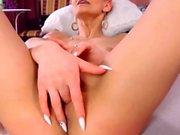 Italian Babe Fucking Her Honeycomb Using Her Toy