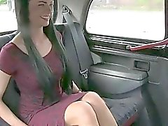 Sexy British amateur gets in dodgy taxi