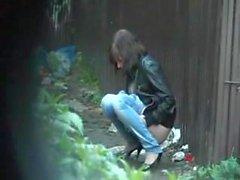 Amateur pee voyeur.flv