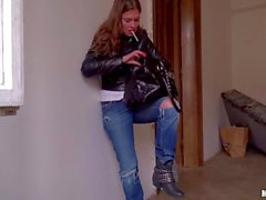 Cash hungry Russian chick Irina in sexy jeans