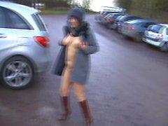 kathy dans un parking